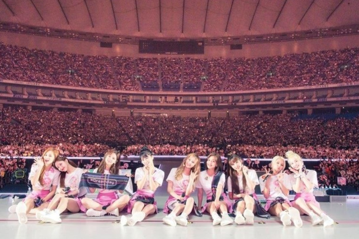 K Pop Group Twice S Tearful Japanese Member Momo Hails Crowds At