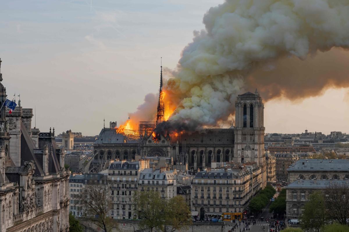 La mayoría de los usuarios chinos de internet se sorprendieron por la destrucción en París, pero una minoría dijo que servía a la derecha francesa por las acciones de sus antepasados hace un siglo y medio.  Foto: AFP