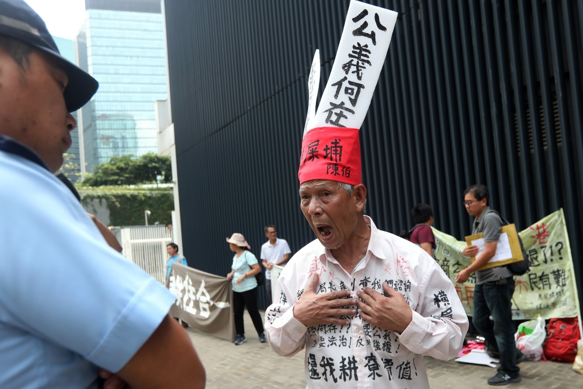 537ad9a051fb0 A Ma Shi Po villager known as Mr. Chan protests in Admiralty on Friday.