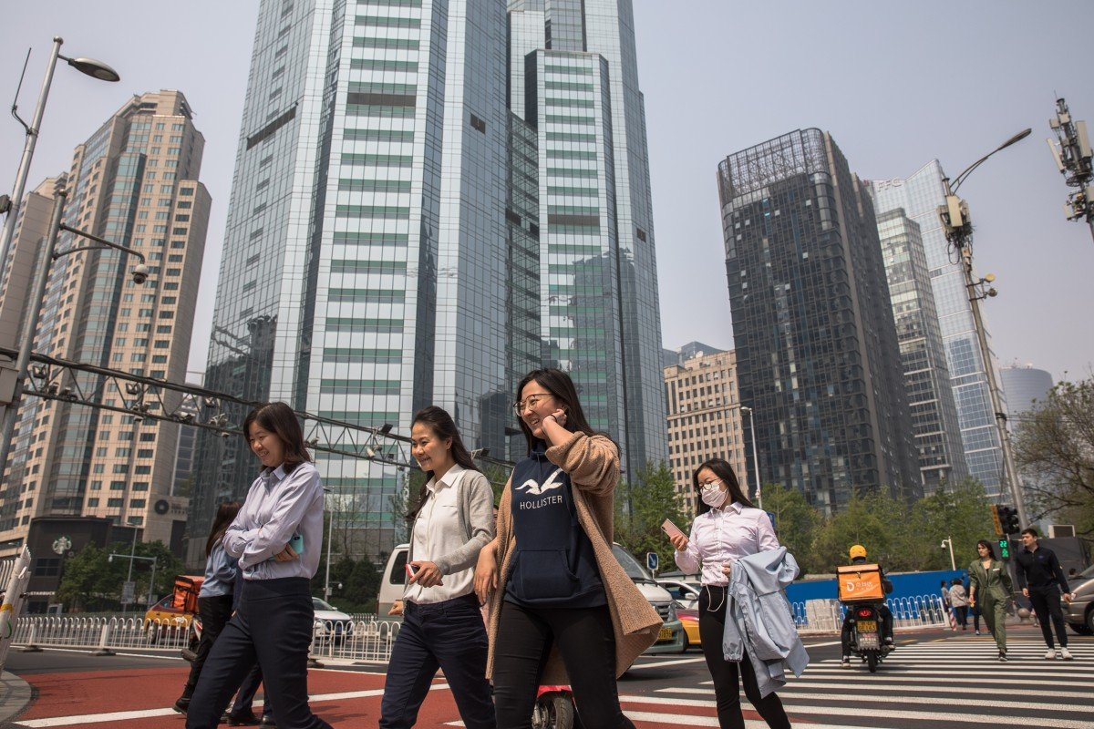 The per capita income of urban residents rose 7.9 per cent from a year earlier to 11,633 yuan combined for the first three months of the year, according to official data. Photo: EPA
