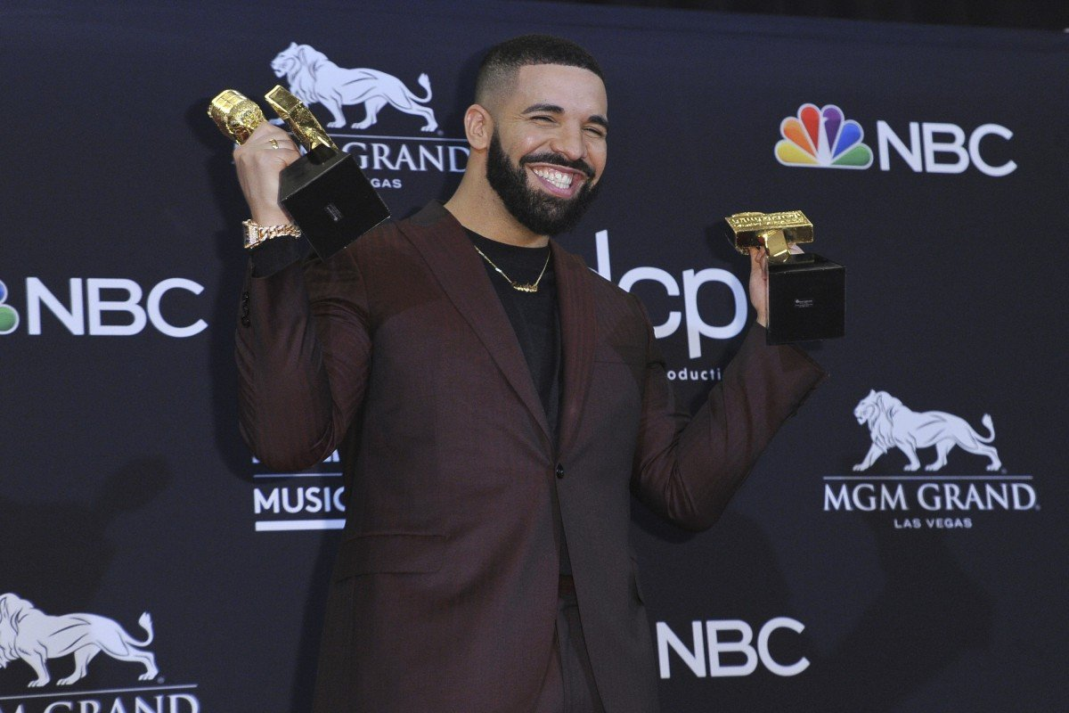 aed181854d2f Family bonding was a theme at the Billboard Music Awards with Drake setting  the tone by