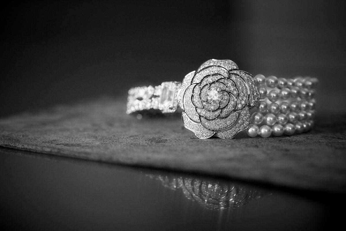 7f2d655d6 Contraste Blanc bracelet from Chanel's 1.5 1 Camélia. 5 Allures collection