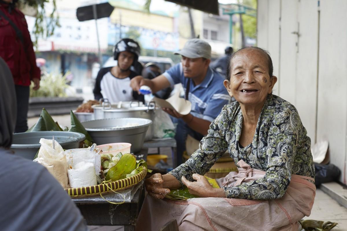 Fiona Vroom Naked street food documentary on netflix tells the human stories