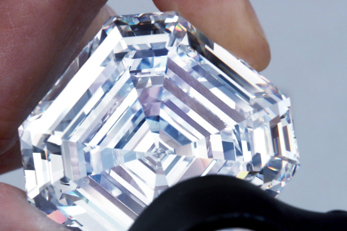 What colour is the most expensive diamond in the world