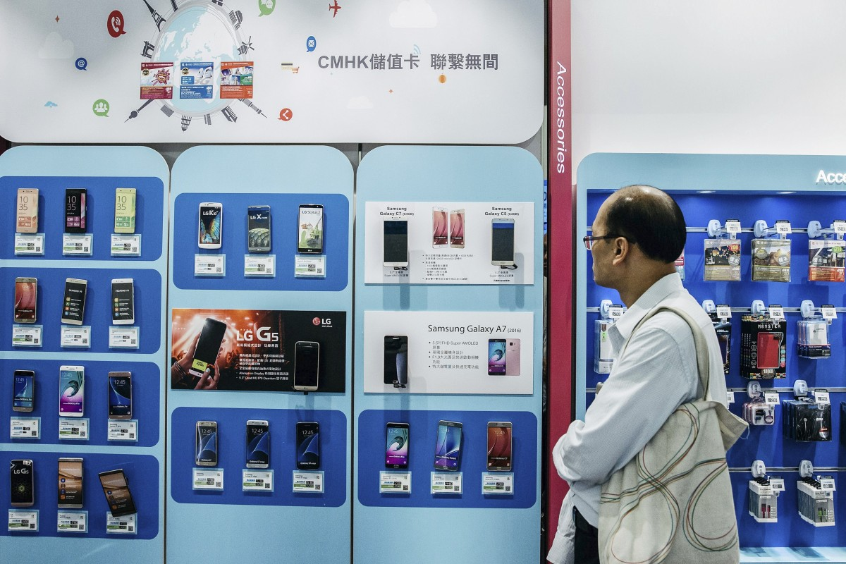 US blocks China Mobile from offering service in America over