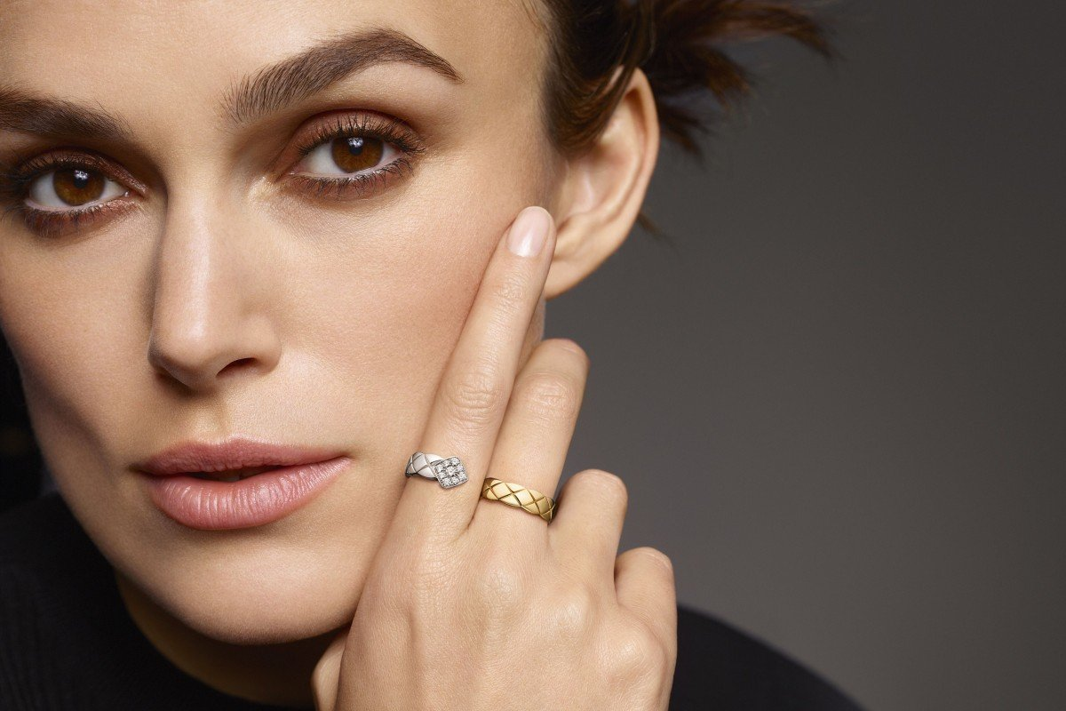 0bc8b5ac28d0 English actress Keira Knightley, who is a Coco Crush ambassador, wears the  Chanel quilted