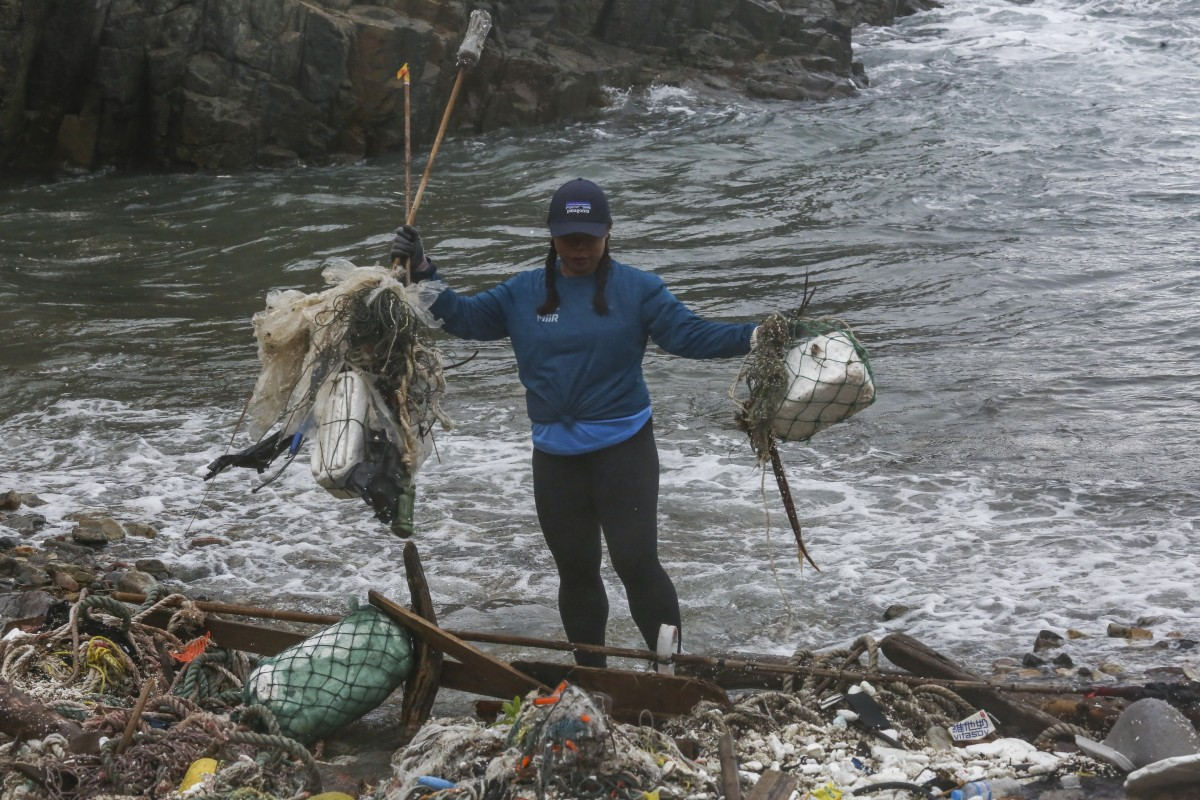 Domestic helpers tackle Hong Kong beach plastic pollution in