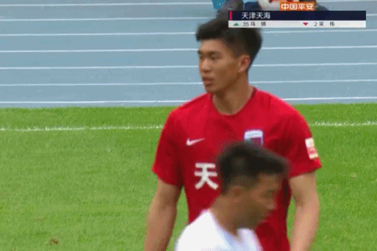 80c2a656d29 Tianjin Tianhai goalkeeper Ma Zhen is brought on as an outfield player  against Guangzhou R F.