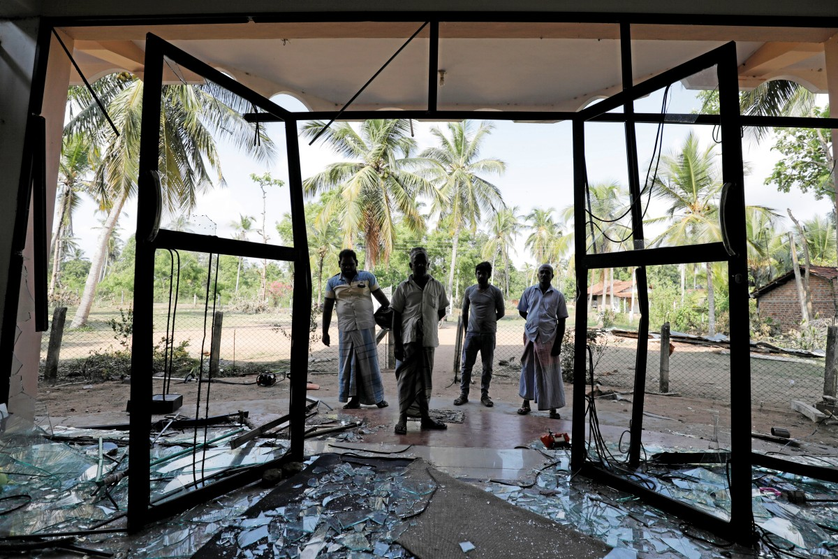 Man killed in Sri Lanka anti-Muslim riots as mobs attack mosques and