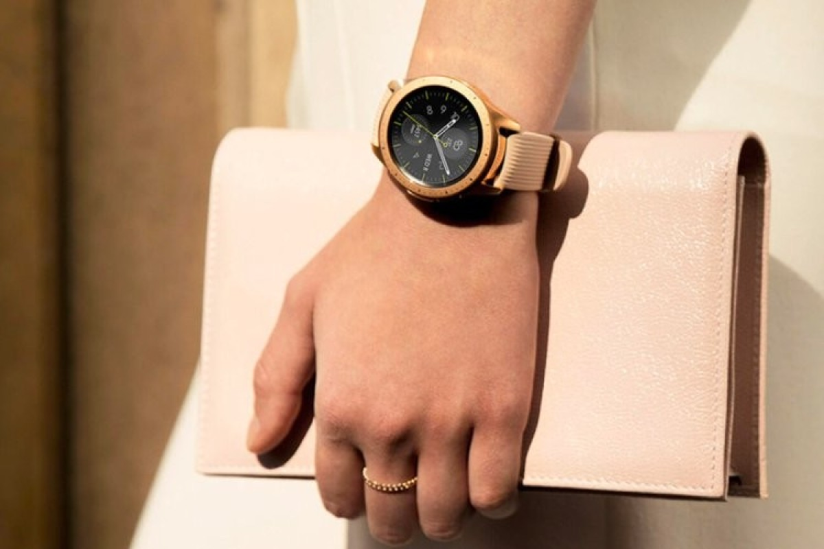 free shipping 2dddc 3b473 Samsung's new smartwatch is in tune with your iPhone – and it's got ...