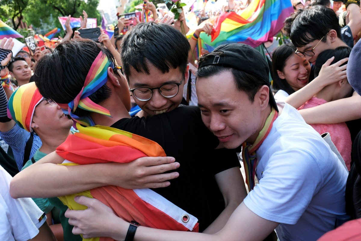 Taiwan lawmakers vote to legalise same-sex marriage