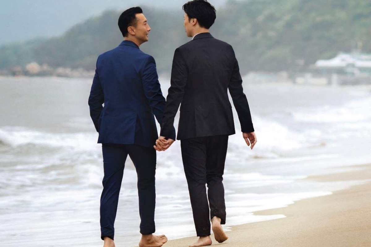 Cathay Pacific advert showing same-sex couple banned from Hong
