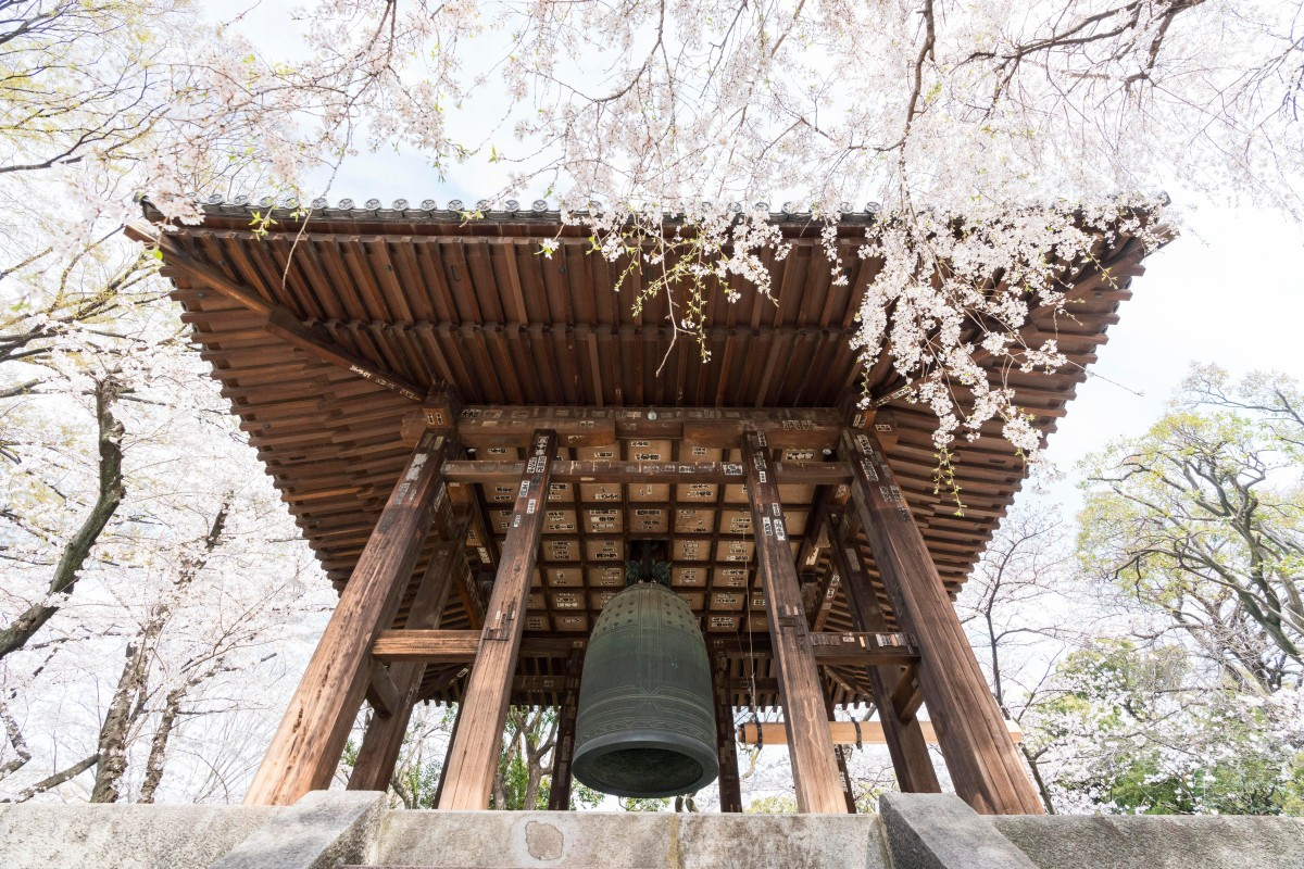 In The Bells of Old Tokyo, writer examines the Japanese
