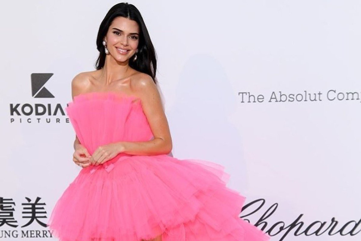 closer at cost charm sneakers for cheap How to get a dress like Kendall Jenner's Giambattista Valli ...