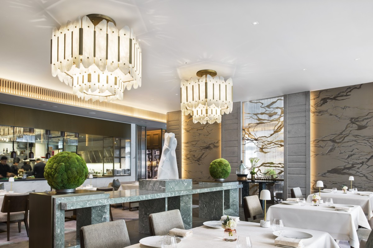 We review lenvol at the st. regis hong kong where french cuisine