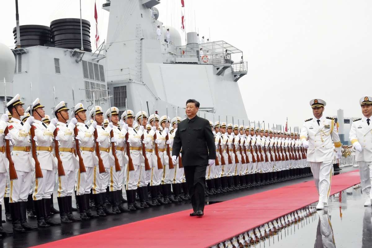 Chinese President Xi Jinping reviews an honour guards before a naval parade in Qingdao. Photo: Xinhua