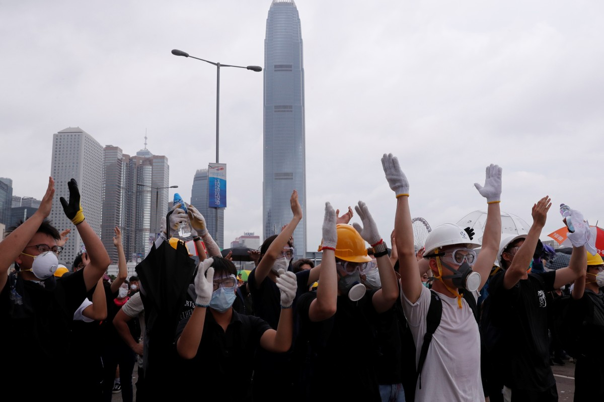 How to get out of Admiralty amid blocked roads and chaotic