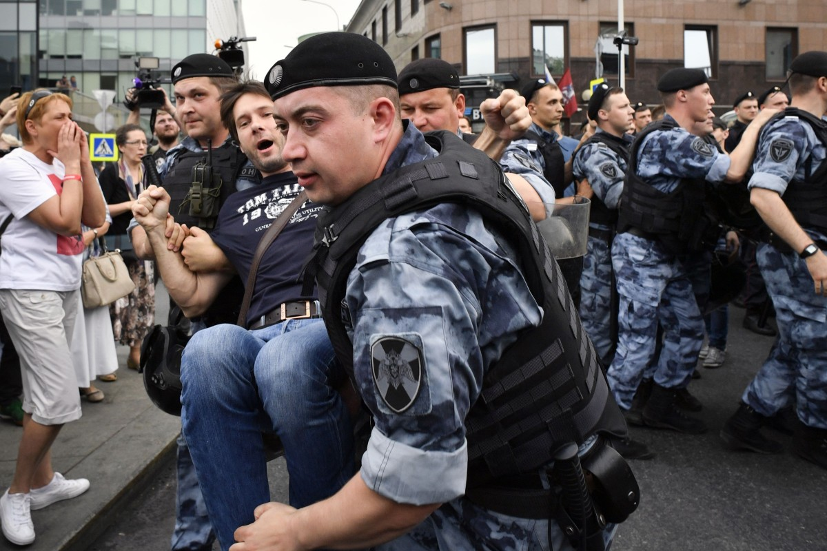 Winterjas Moscow 2019.Stop Police Terror More Than 200 Arrested In Moscow At Russia Day