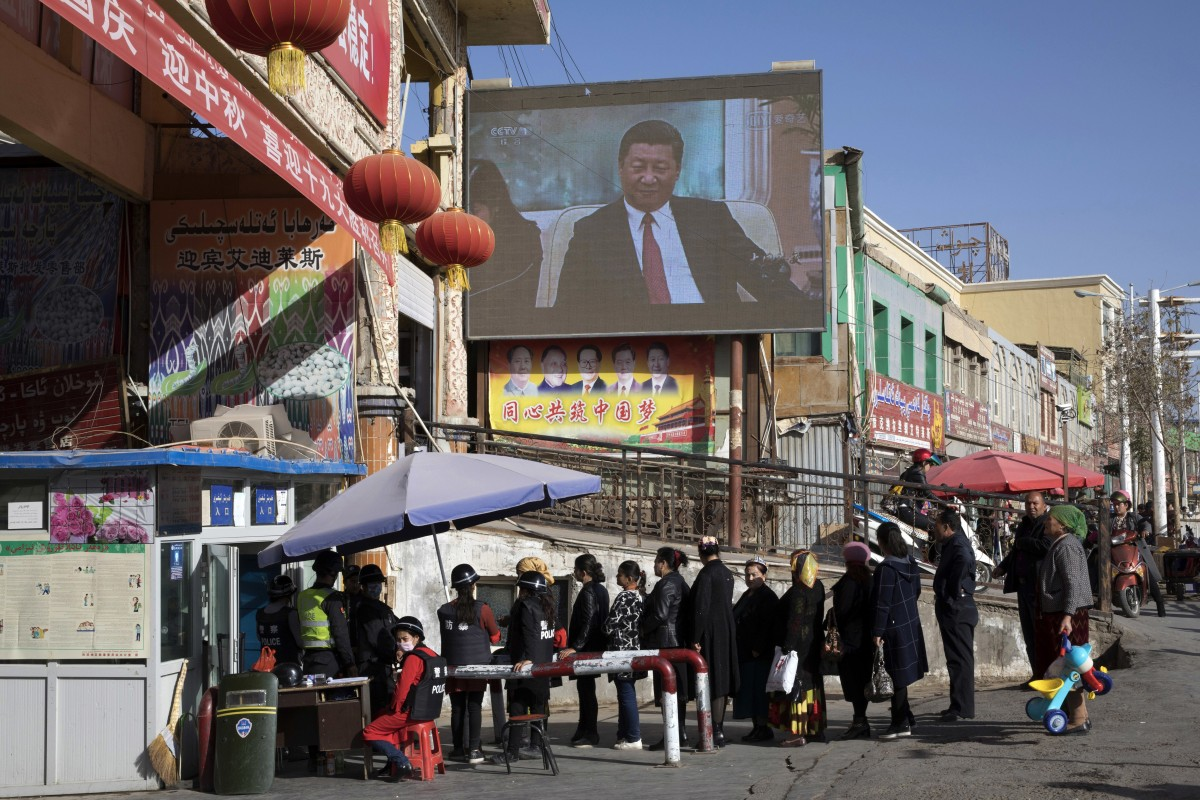 Residents go through a security checkpoint at the entrance to a bazaar in Hotan, Xinjiang. The UN's counterterrorism chief visited the far western region last week. Photo: AP