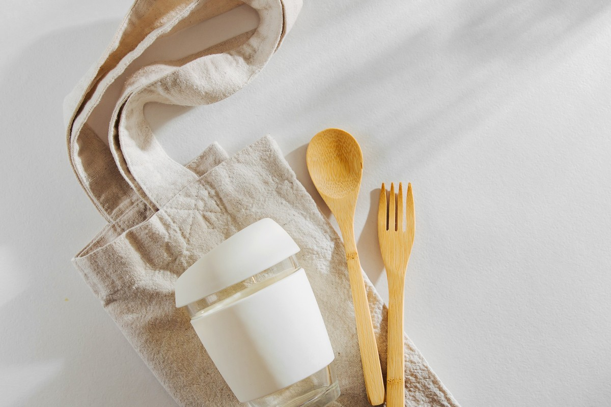 a5deab4d0 Adopting eco-friendly habits, such as carrying a cloth shopping bag, bamboo  cutlery