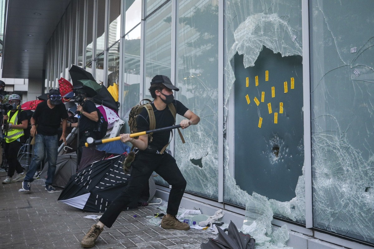 Hong kong Rioters are damaging buildings as they wish