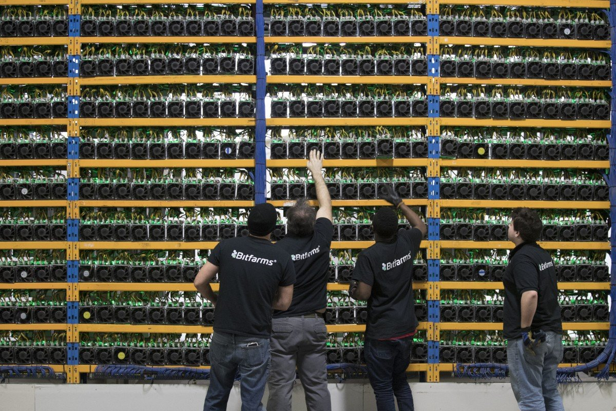 Employees check fans on mining machines at the Bitfarms cryptocurrency farming facility in Farnham, Quebec, Canada. Photo: Bloomberg