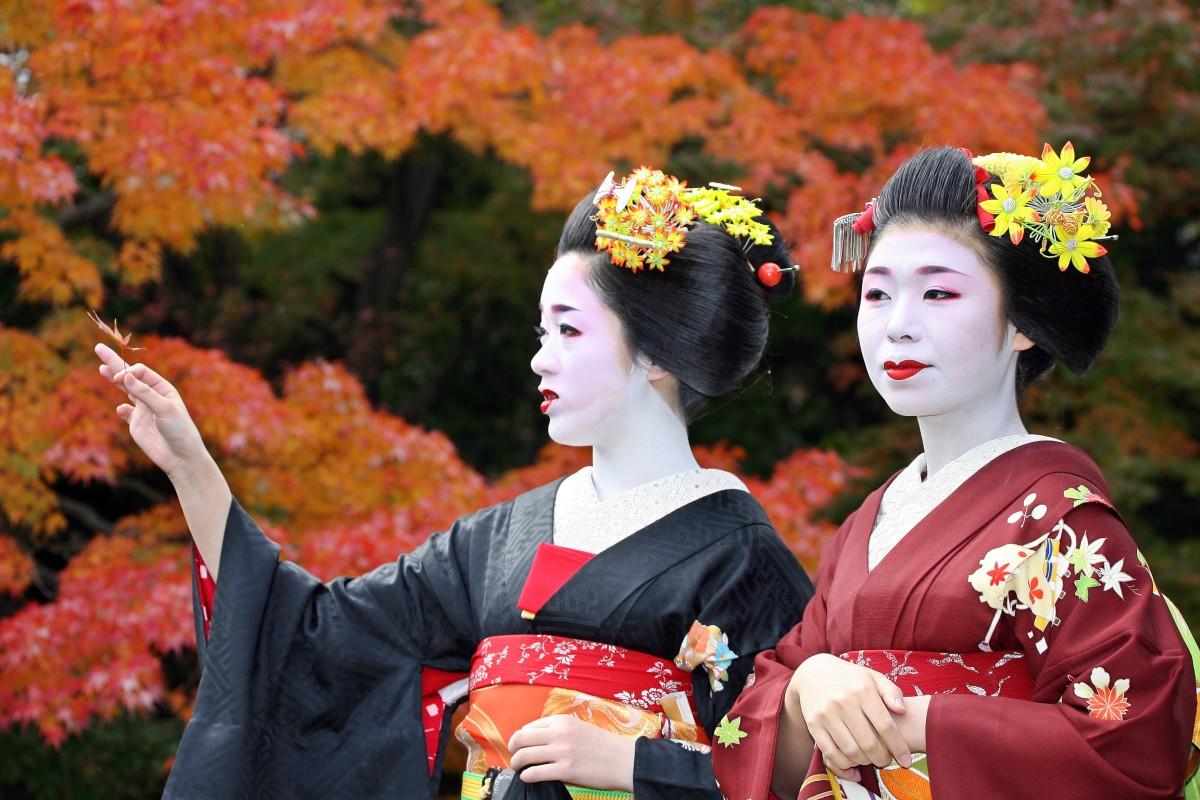 10b726dba Kim Kardashian isn't the first Westerner to sexualise Japan's kimono ...