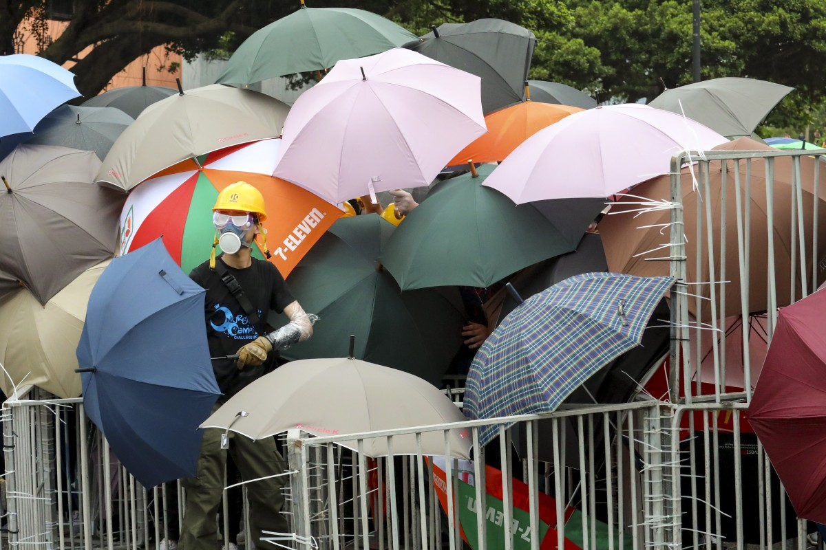 Hong Kong protesters in Sha Tin showered with support and