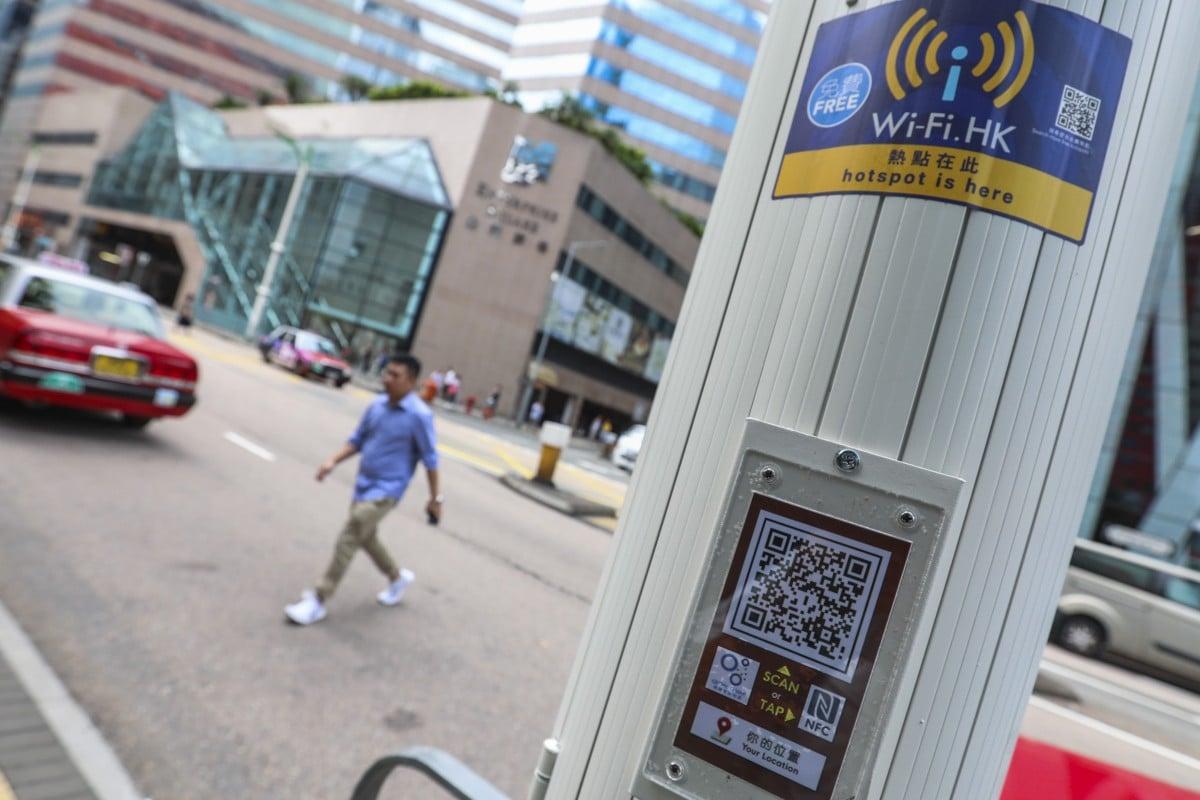 Hong Kong Unveils Plan To Install 400 Multifunctional Lamp Posts As