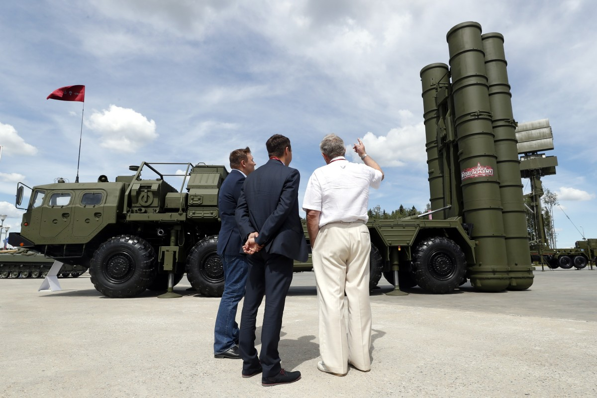 Russia and China defy US with delivery of anti-aircraft missile