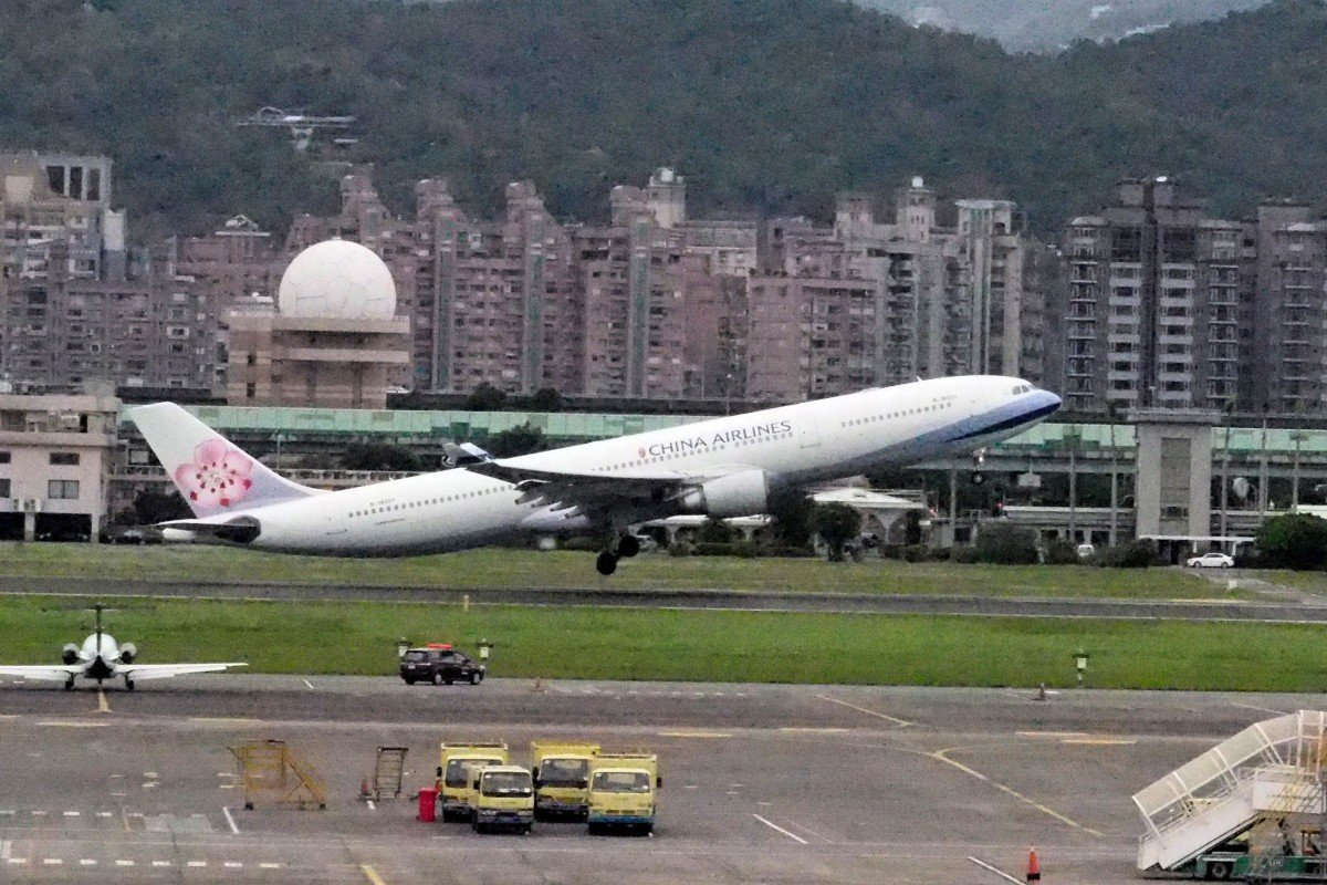 Taiwan's China Airlines to be investigated over cigarette smuggling scam on presidential flights