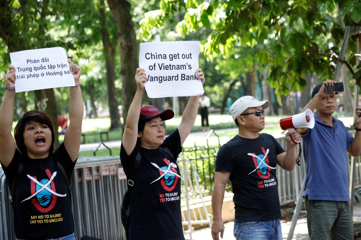 Anti-China protesters in front of the Chinese embassy in Hanoi. Photo: Reuters