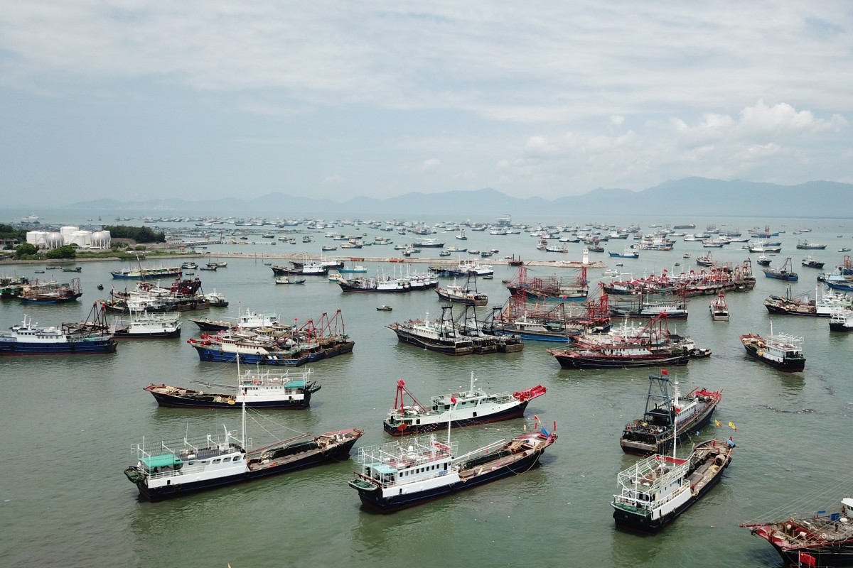 Fishing boats prepare to leave port on Hailing island in south China's Guangdong province on Friday. Photo: Xinhua