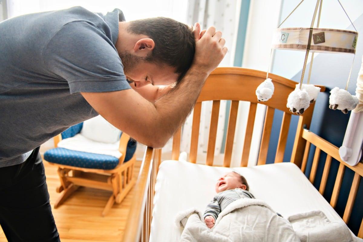 男性和女性都會遭受產後抑鬱症的困擾,但是有多種方法可以解決情緒障礙。 照片:Shutterstock