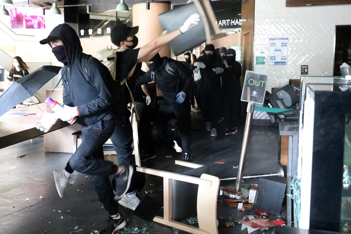 Anti-government protesters vandalise a Starbucks coffee shop at Hong Kong University of Science and Technology. Photo: Dickson Lee