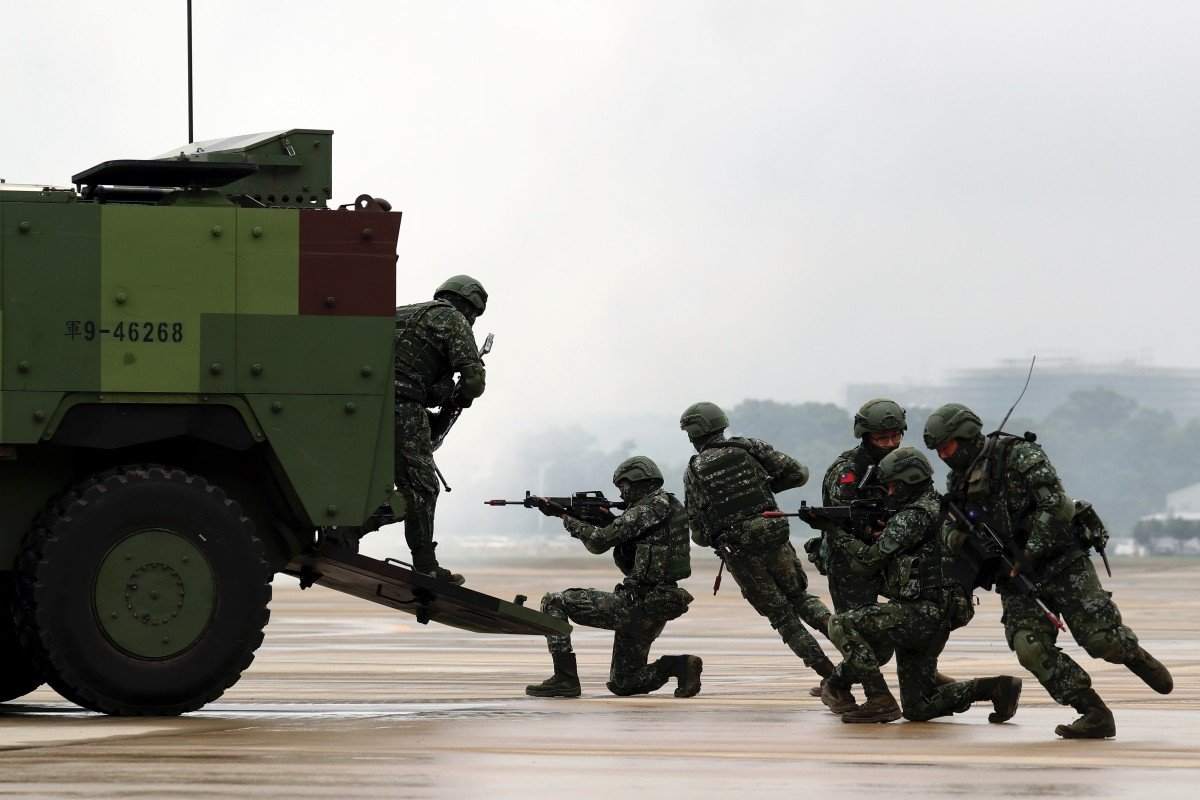 Taiwanese soldiers manoeuvre during a military drill ahead of Taiwan's National Day in Taoyuan in 2018. Photo: EPA-EFE