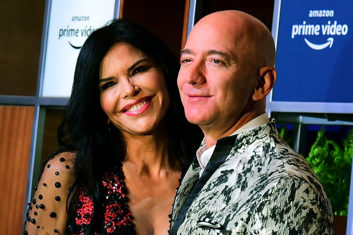 Jeff Bezos Makes A Wild Fashion Statement With Girlfriend Lauren Sanchez In Mumbai South China Morning Post
