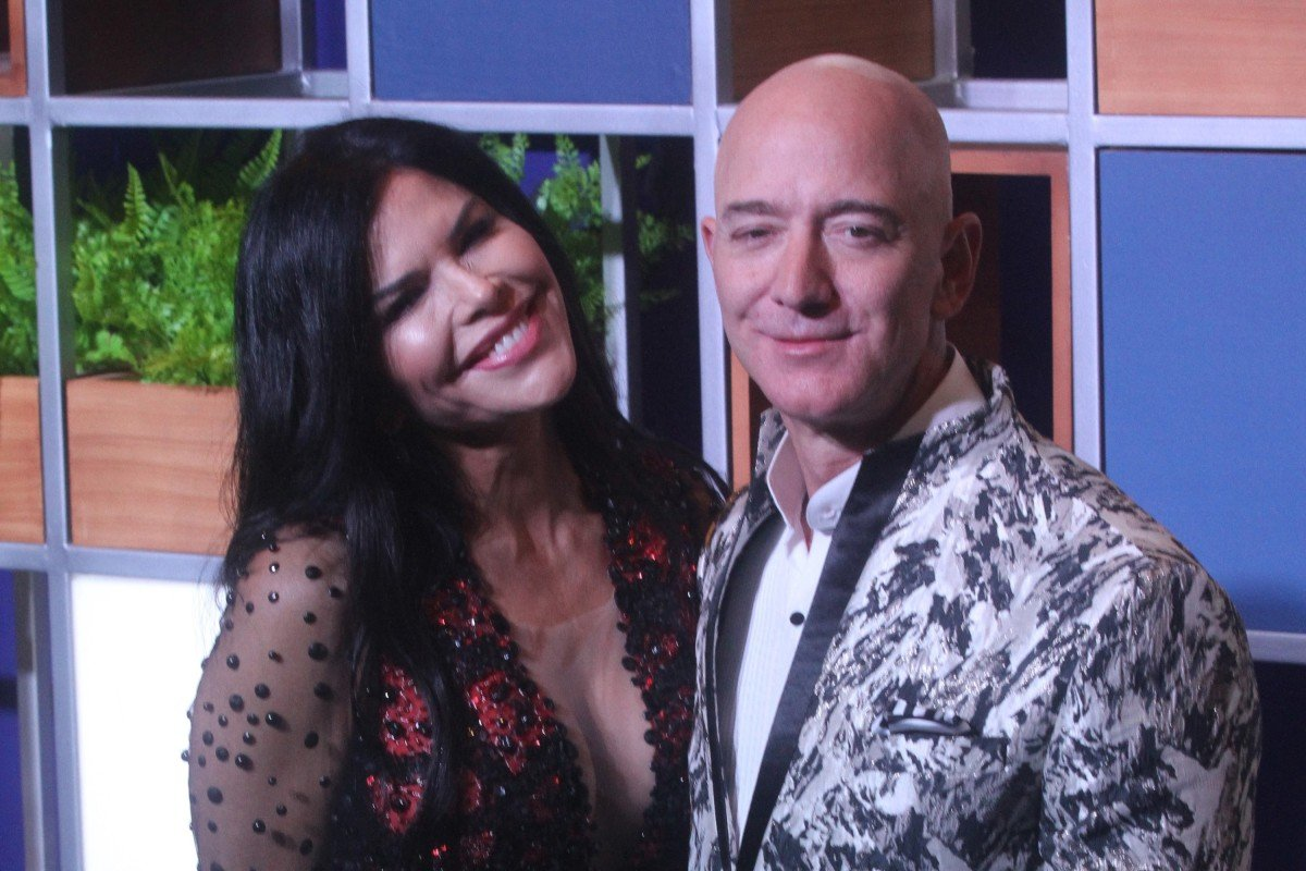 Amazon CEO Jeff Bezos, right along with American news anchor Lauren Sanchez poses for photographs during a blue carpet event organised by Amazon Prime Video in Mumbai, India on January 16, 2020. (Imtiyaz Shaikh /Anadolu Agency via Getty Images/TNS)