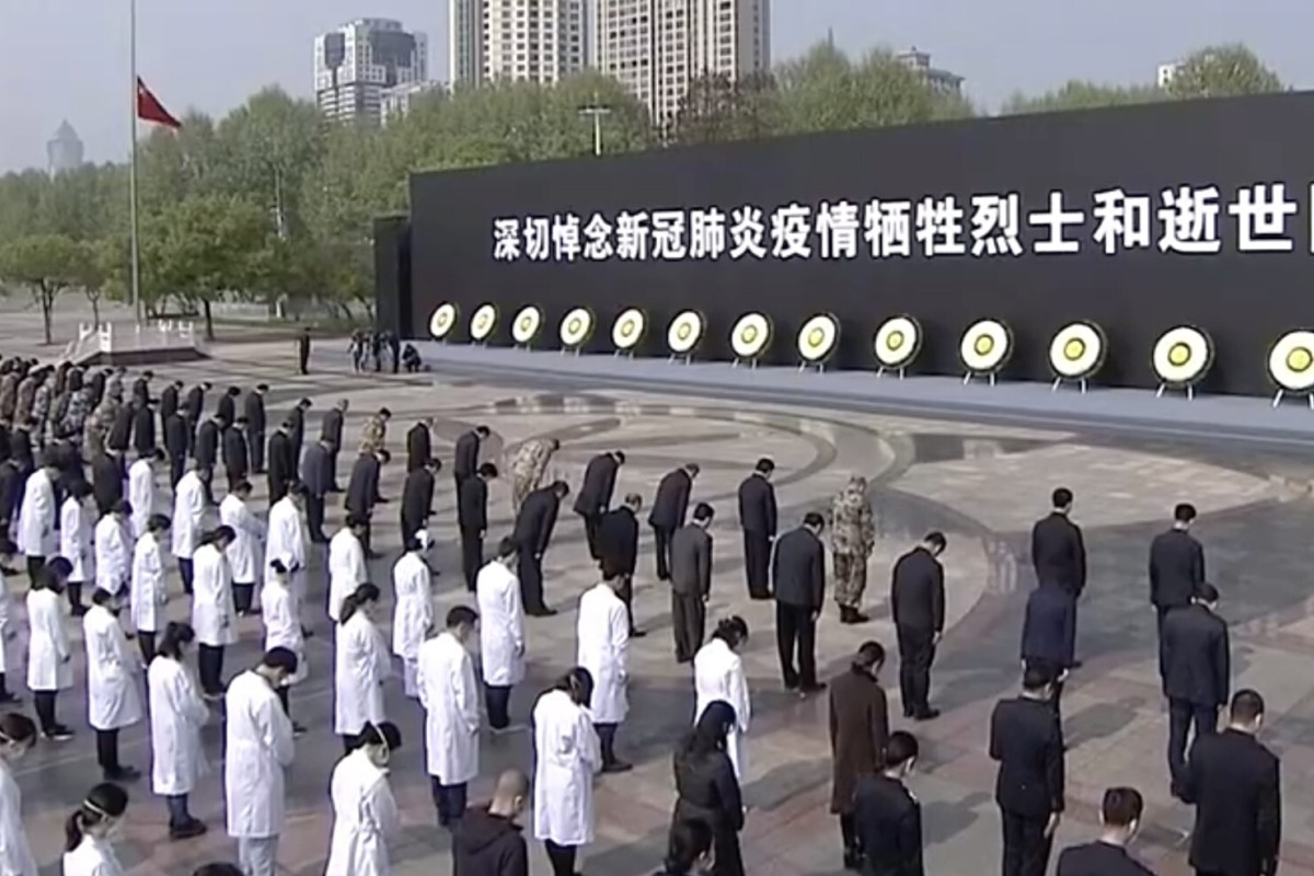 Large crowds gathered in Wuhan to pay their respects to those who lost their loves to Covid-19. Photo: CCTV