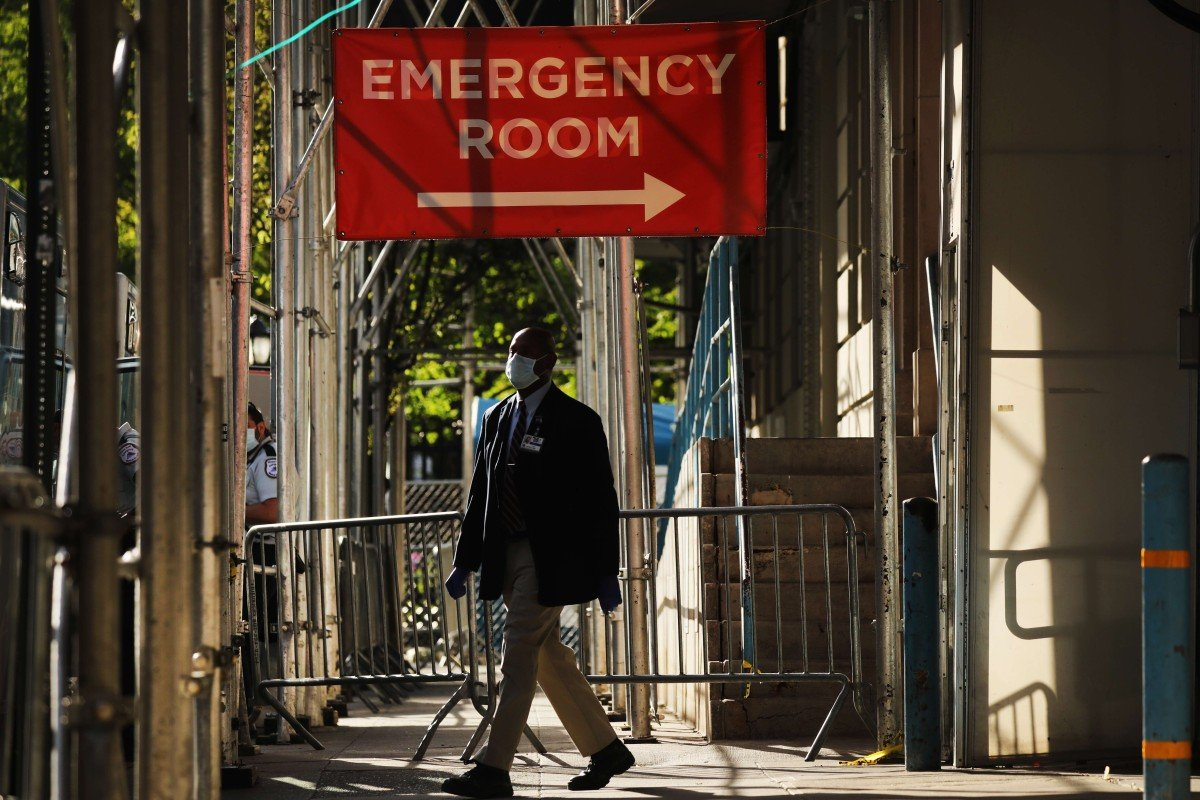 A sign at a hospital in Manhattan, New York City, that is treating coronavirus patients directs visitors to the emergency room entrance. More than 1.42 million people in the United States have been infected with the coronavirus and over 84,000 have died. Photo: Getty Images via AFP