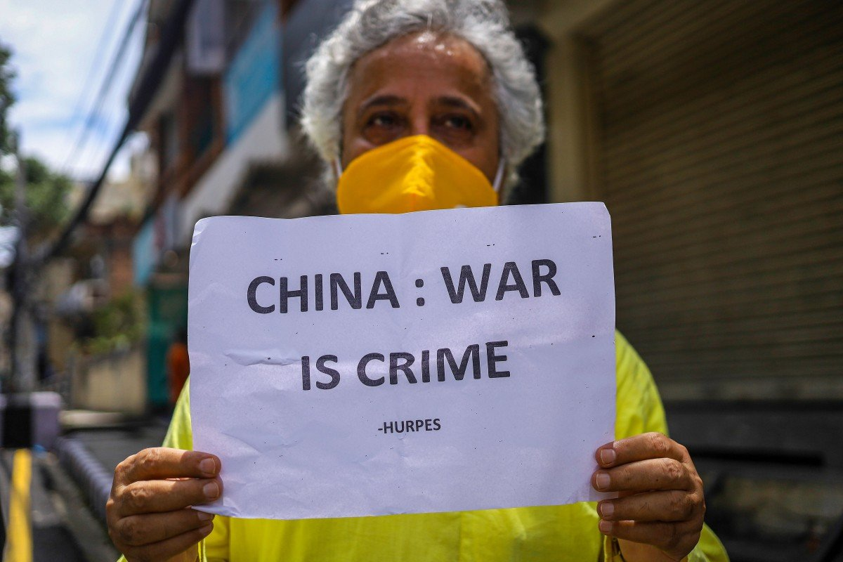 An activist in Nepal demonstrates for peace days after a deadly border clash between China and India. Photo: dpa