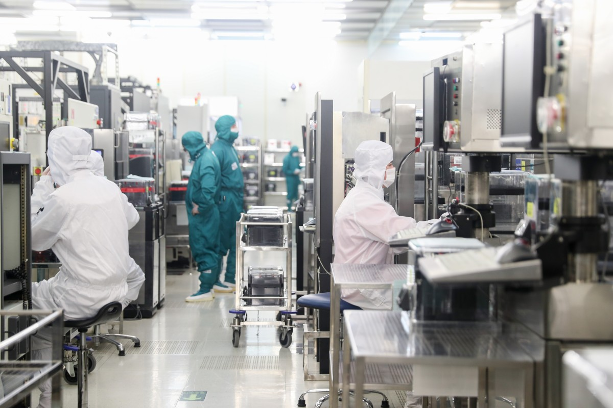 Workers in the clean room of a semiconductor wafer fab in Shanghai, February 10, 2020. Photo: Xinhua