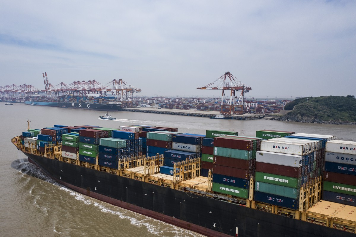 China's exports grew by 7.2 per cent in July from a year earlier, while imports contracted by 1.4 per cent. Photo: Reuters