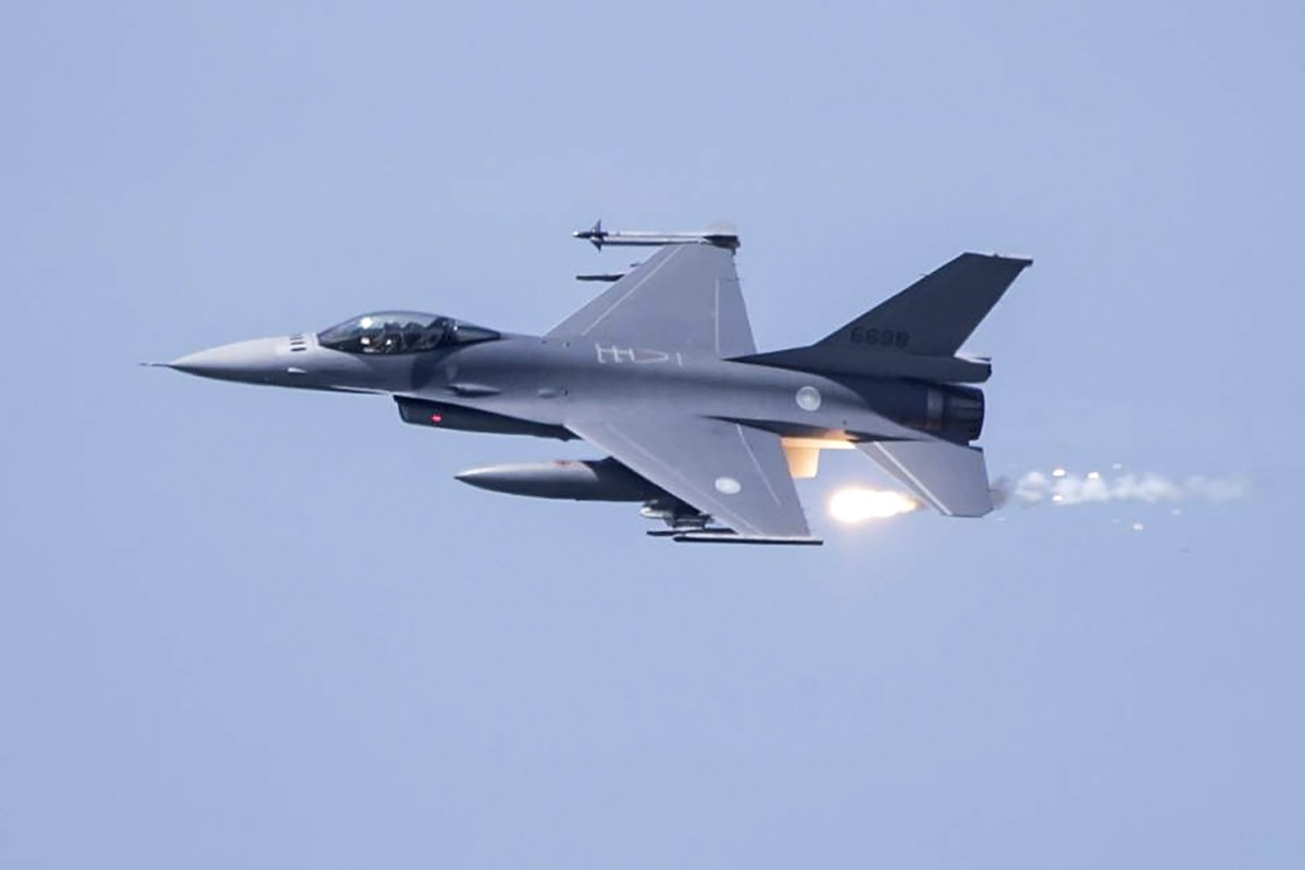 A US-made F-16V fighter jet is part of a drill over Taichung, Taiwan last month. Taiwanese pilots have been told to avoid triggering any military incidents. Photo: EPA-EFE/Taiwanese defence ministry