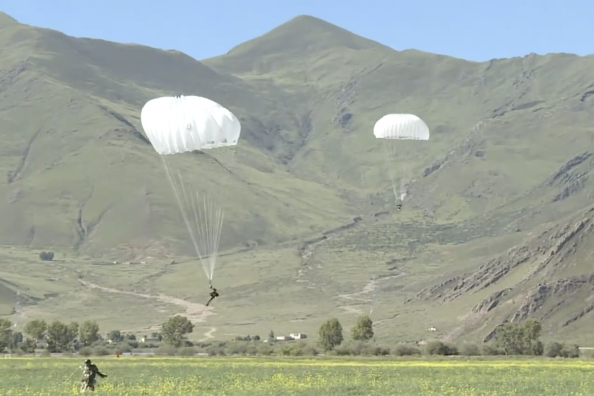More than 300 Chinese troops parachuted onto the Tibetan plateau recently as part of a training exercise, according to Chinese state media. Photo: Handout