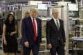 President Donald Trump tours an Apple manufacturing plant in Austin, Texas with Apple CEO Tim Cook on Wednesday. (Picture: Evan Vucci/AP Photo)