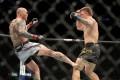 Anthony Smith kicks Jim Crute at UFC 261. Photo: AFP