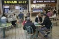 People dine in the food court of Lansdowne shopping centre in Richmond, British Columbia on May 26. Photo: Xinhua