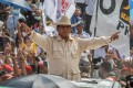 Indonesian presidential candidate Prabowo Subianto greets supporters during a campaign rally on Wednesday. April 10.Photo: EPA