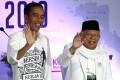Indonesian President Joko Widodo with his running mate, Islamic scholar Ma'ruf Amin. Photo: EPA